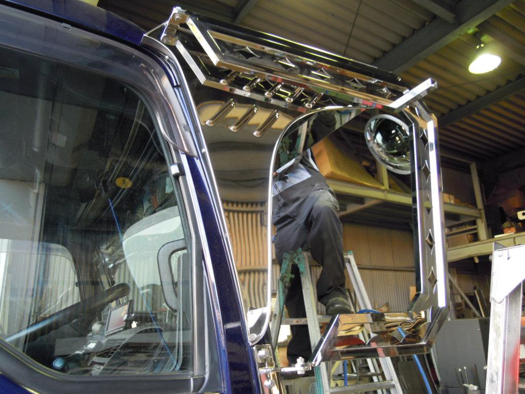 リヤバンパー ラッセルフロントバンパー加工 ステンレスミラーステフロントバイザーとバランス良く カッコ良く出来ました